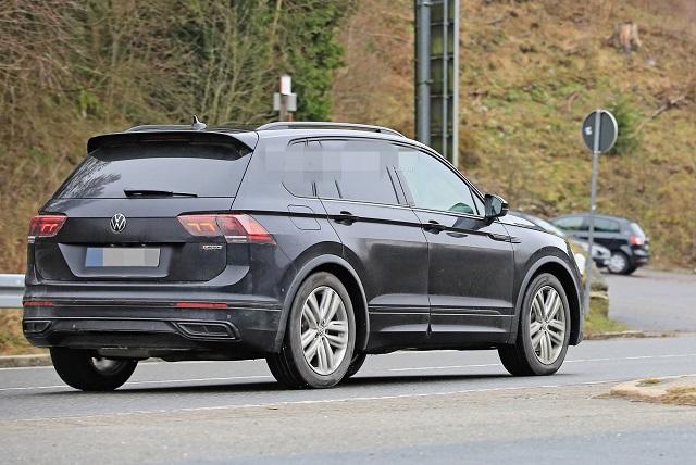 2021 VW Tiguan R rear