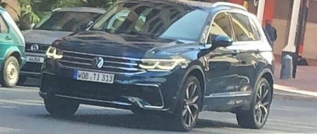2021 VW Tiguan R spy shot