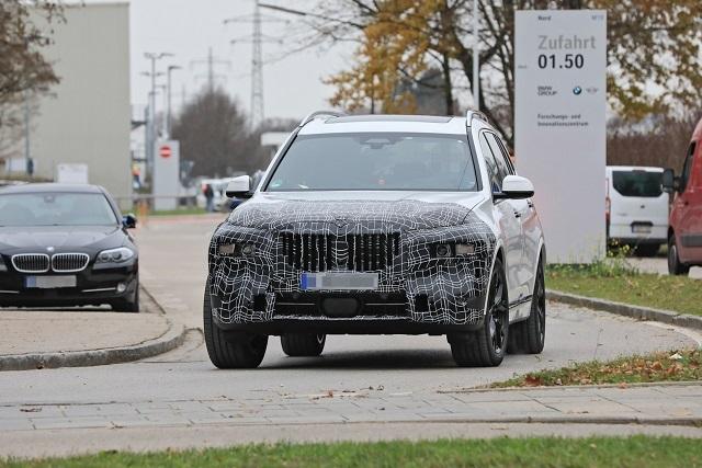 2022 BMW X7 Spy o2