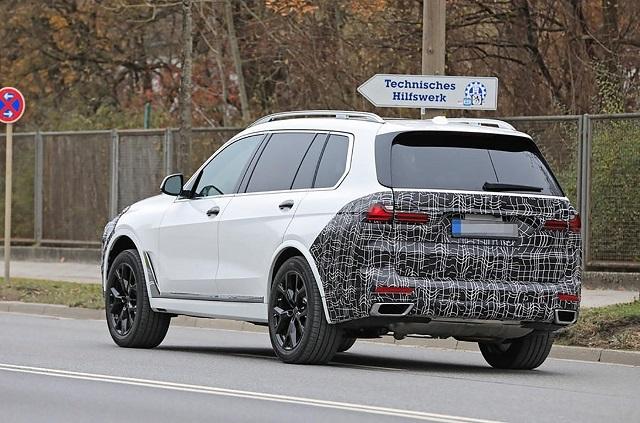 2022 BMW X7 Spy shot rear